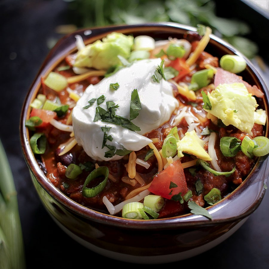 Healthy Turkey Chili | The Chunky Chef | Chili is such a perfect winter meal, so how about making this heart healthy yet super hearty turkey chili tonight? You won't believe how great it tastes!