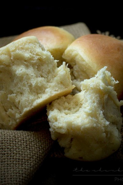 Classic Dinner Rolls – made in less than 1 hour!