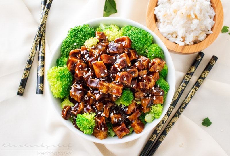 Crispy Spicy Peanut Tofu Stir Fry | The Chunky Chef | This tofu stir fry is great for vegetarians and meat eaters alike! Crispy baked tofu is stir fried in a deliciously flavorful spicy peanut sauce!