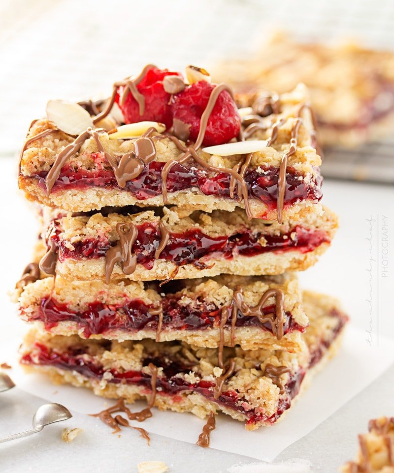 Skinny Raspberry Shortbread Bars | Buttery and sweet, these raspberry shortbread bars are definitely not short on flavor! You'll never be able to tell they're made with fewer calories!