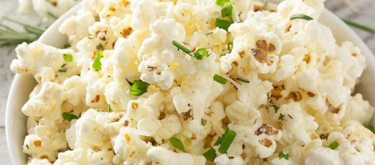 Easy Gourmet Popcorn |Crisp, salty, buttery, and bursting with amazing flavors, these gourmet popcorn recipes are a must for anyone who loves popcorn! | http://thechunkychef.com