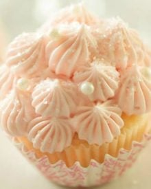White Chocolate Pink Champagne Cupcakes | Soft, fluffy, white chocolate mini champagne cupcakes are topped with a light and creamy pink champagne buttercream frosting for the perfect treat!! | http://thechunkychef.com