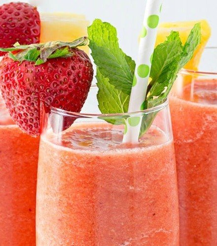 Tropical Carrot Smoothie   This simple to make carrot smoothie is bursting with tropical flavors and is so full of nutrients... healthy never tasted so good!   http://thechunkychef.com