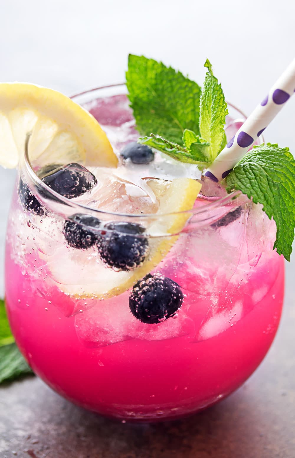 Sparkling Blueberry Lemonade | Cool down this summer with the ultimate blueberry lemonade! Homemade blueberry syrup mixed with refreshing lemonade, topped off with some bubbly club soda! | http://thechunkychef.com