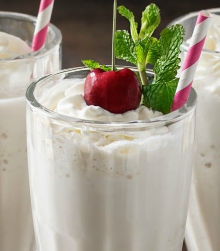 Skinny Vanilla Protein Milkshake   This vanilla protein milkshake has less than 200 calories, is low carb, low sugar, and high in protein... yet it tastes like a decadent vanilla shake!   http://thechunkychef.com