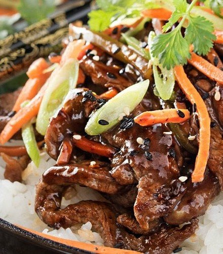 30 Minute Spicy Ginger Szechuan Beef   No need to order take-out, this spicy ginger Szechuan beef is completely mouthwatering and ready in just 30 minutes! Perfect for a busy weeknight dinner!   http://thechunkychef.com