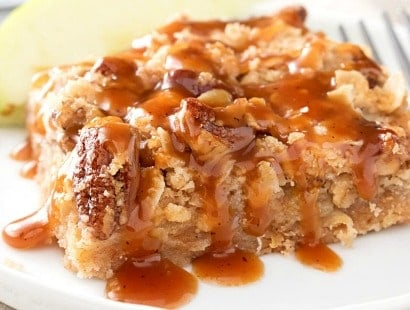 Caramel Apple Pie Bars with Cinnamon Pecan Streusel