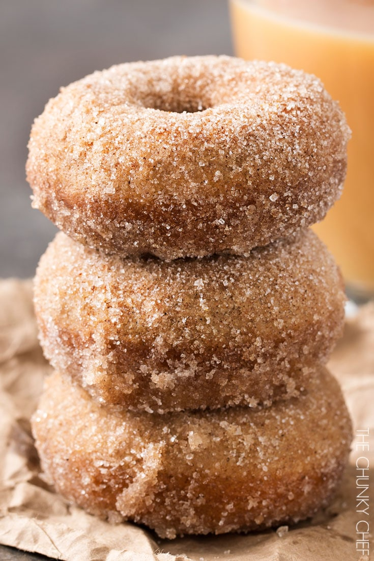 Baked Vanilla Chai Donuts | Delicious baked donuts filled with great vanilla chai flavors, rolled