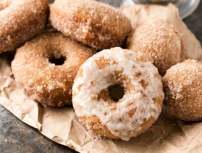 Baked Vanilla Chai Donuts | Delicious baked donuts filled with great vanilla chai flavors, rolled in cinnamon sugar, and served with an optional chai glaze! | http://thechunkychef.com