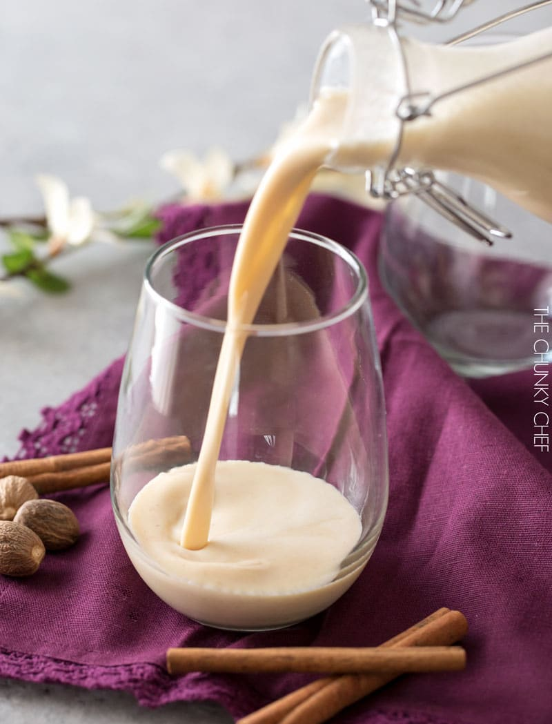 5 Minute Blender Eggnog | Homemade eggnog, made in your blender in just 5 minutes! Rich and creamy, yet surprisingly light, this holiday drink packs a big punch of flavor! | https://the5oclockchef.com | #eggnog #holiday #drinks #boozy #homemade