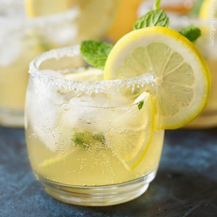 Kentucky Lemonade Cocktail   Sweet, tart, and refreshing with a bourbon kick, this Kentucky lemonade cocktail is everything you could want in a drink. Sip your way into warmer weather with this easy to make cocktail... perfect for a party!   http://thechunkychef.com