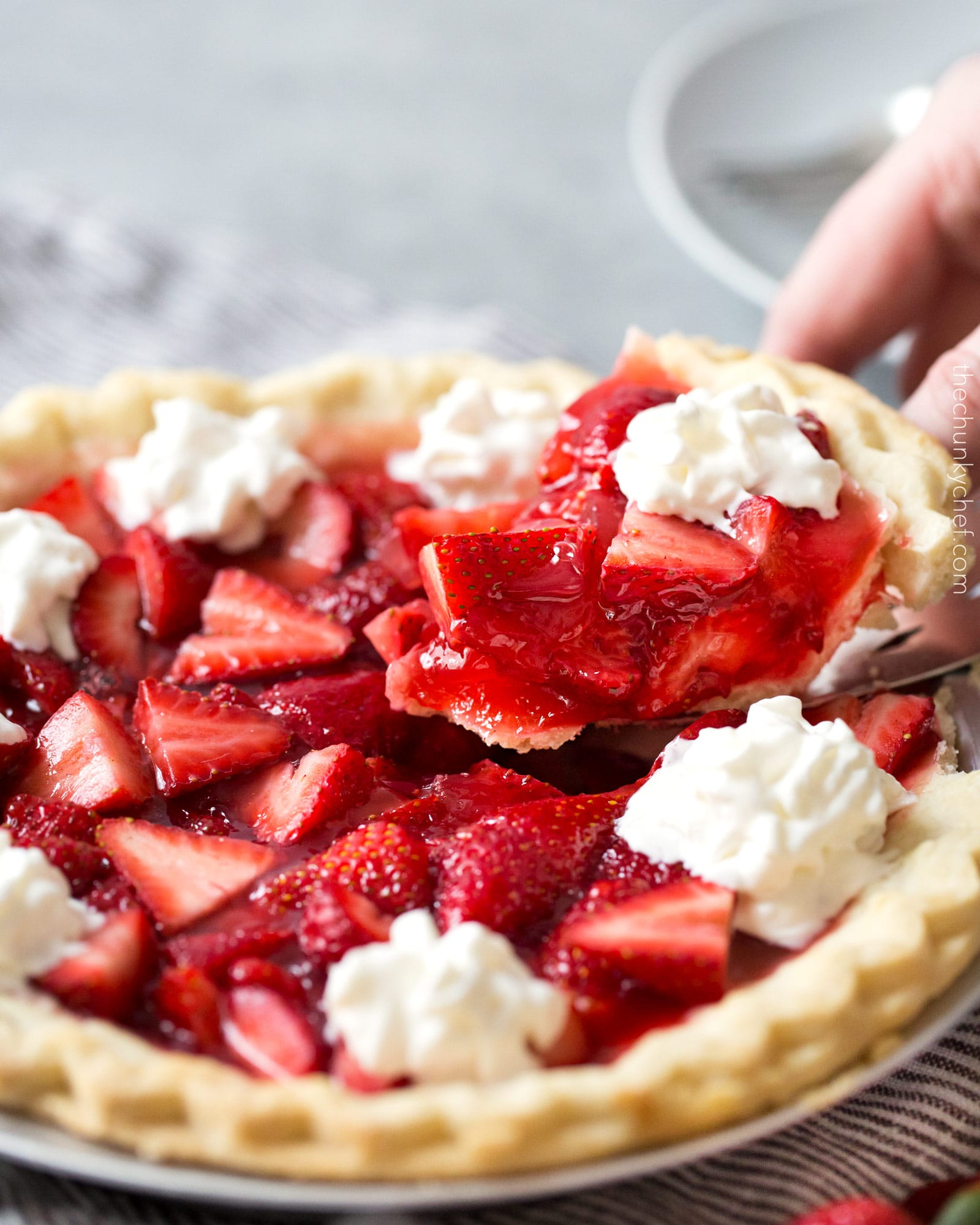 Copycat Frisch's Big Boy Strawberry Pie   This fresh strawberry pie tastes just like the pies from Frisch's Big Boy or Shoney's. It's easy to make, uses just 6 simple ingredients, and a frozen pie crust, for the easiest, tastiest strawberry pie ever!   http://thechunkychef.com