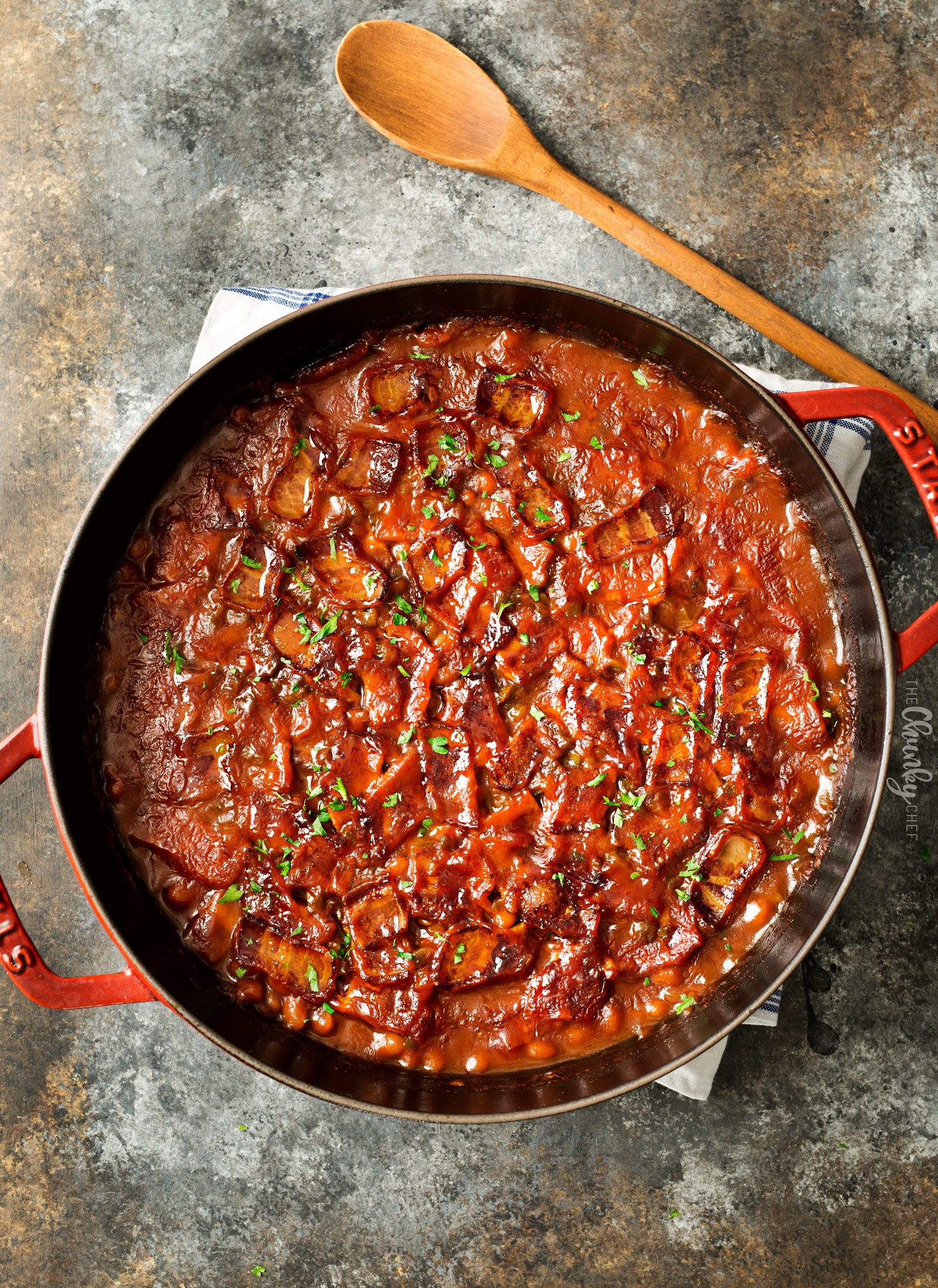 Spicy Baked Beans with Bacon | Perfect for cookouts or summer BBQ's, these baked beans with bacon have a mouthwatering spicy kick from jalapeños that make for an unforgettable side dish! | http://thechunkychef.com