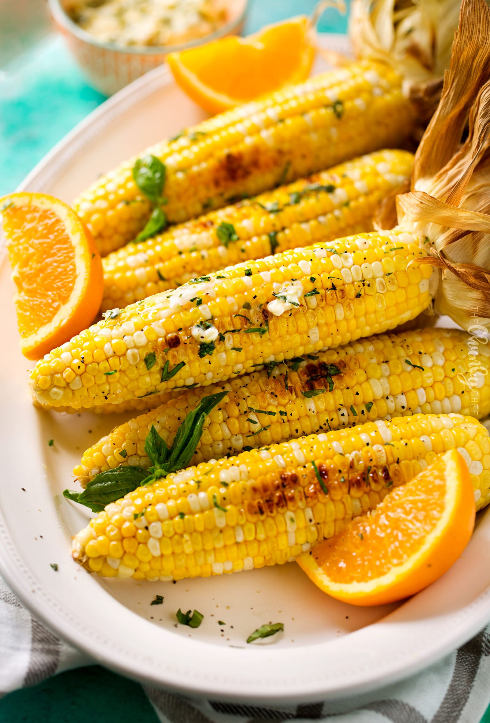 Oven Roasted Corn on the Cob | This foolproof method for cooking corn on the cob is easy, perfect for any kind of weather, and produces the juiciest, perfectly cooked ears of corn ever! | http://thechunkychef.com
