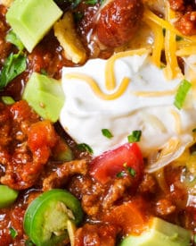 Classic Beef and Bean Slow Cooker Chili | Make classic beef and bean chili the easy way... in the slow cooker!  Come home to a big bowl of comfort food, or serve this chili at a game day party! | https://www.thechunkychef.com | #chili #slowcooker #crockpot #gameday