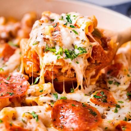 Scoop of cheesy pizza pasta