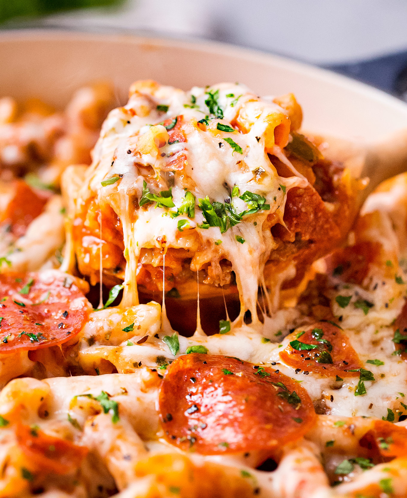 Cheesy Deluxe Pizza Pasta One Pot Pasta The Chunky Chef