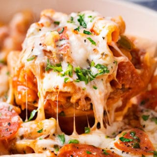 One Pot Pepperoni Pizza Pasta   Everything you love about pepperoni pizza, in a fun, kid-friendly pasta dish, made in one pot, in 30 minutes, and loaded with gooey cheese!   https://thechunkychef.com   #pasta #pizza #onepot #weeknightmeal #30minutemeal