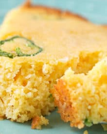 Skillet Jalapeno Cheddar Homemade Cornbread | In true homestyle fashion, this jalapeño cheddar cornbread is baked in a cast iron skillet with bacon drippings for extra flavor! Soft inside, with a mouthwatering crunch on the outside, this cornbread is the one you've been looking for! | https://www.thechunkychef.com | #cornbread #homemade #jalapenocheddar #castiron #homestyle