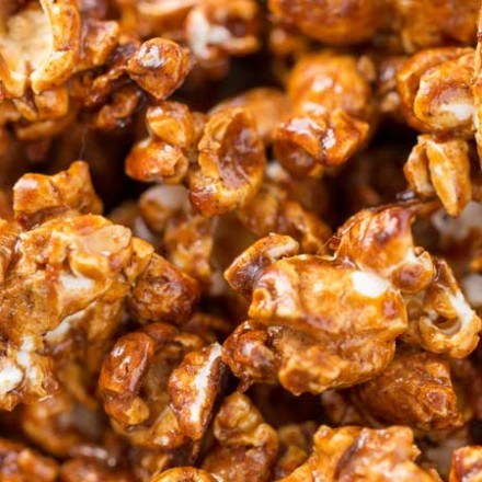 Gingerbread Caramel Corn | Classic caramel corn combines with gingerbread spices in the best caramel corn EVER! You'll love snacking on this sweet and crunchy popcorn! | The Chunky Chef | #popcorn #caramelcorn #homemadecaramel #snackrecipes #homemade #gingerbread