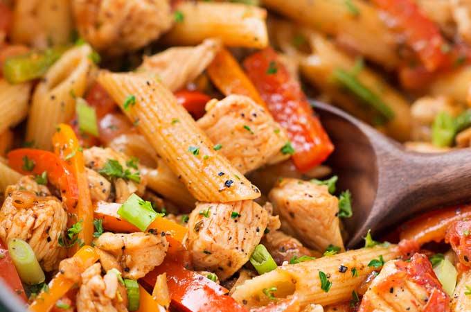 One Pot Chicken Fajita Pasta - The Chunky Chef
