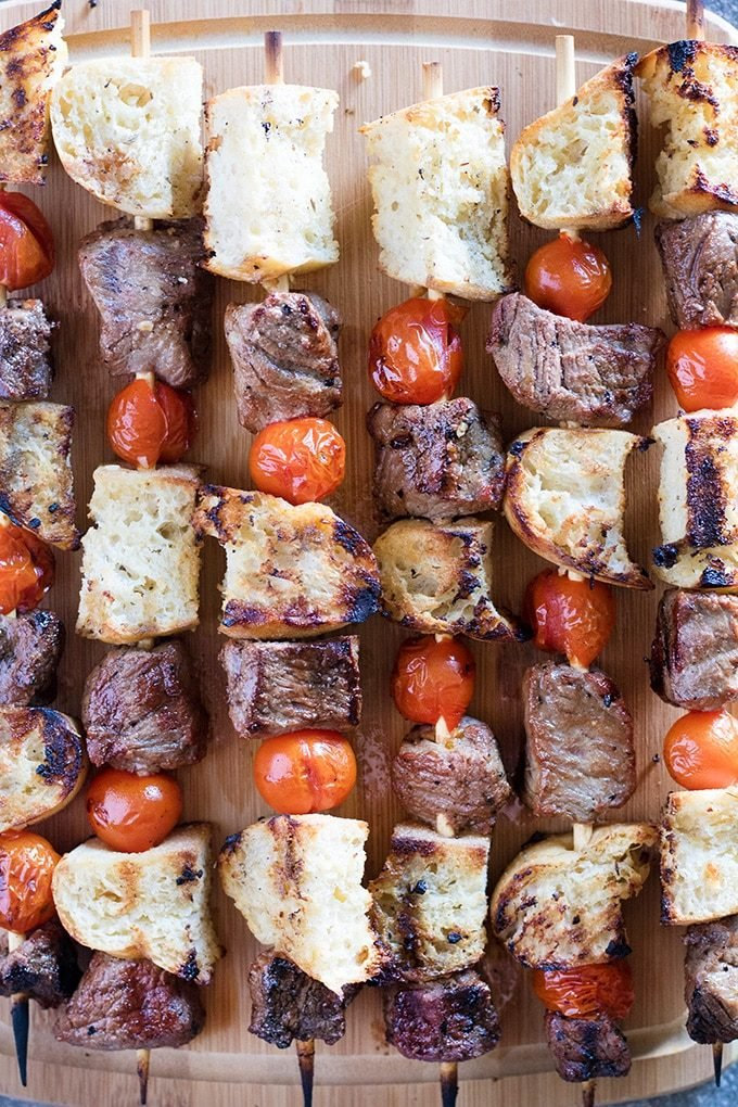 Steak kebabs with garlic bread