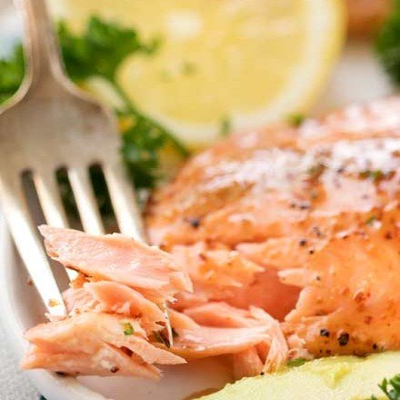 Tender salmon filets, brushed with a 4 ingredient honey dijon glaze, then broiled until perfectly cooked in under 10 minutes! #salmon #weightwatchers #freestyle #smartpoints #honeydijon