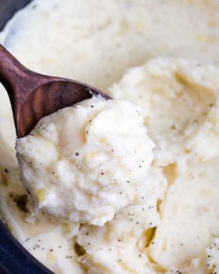 Creamy and rich, these mashed potatoes are heavy on the flavor and light on the work... with no boiling!  Truly the BEST way to make homestyle mashed potatoes for a weeknight dinner or holiday meal! #thanksgiving #sidedish #mashedpotatoes #potatoes #crockpot #slowcooker #noboil