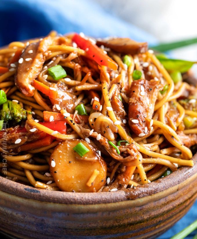 Crockpot chicken lo mein in serving bowl