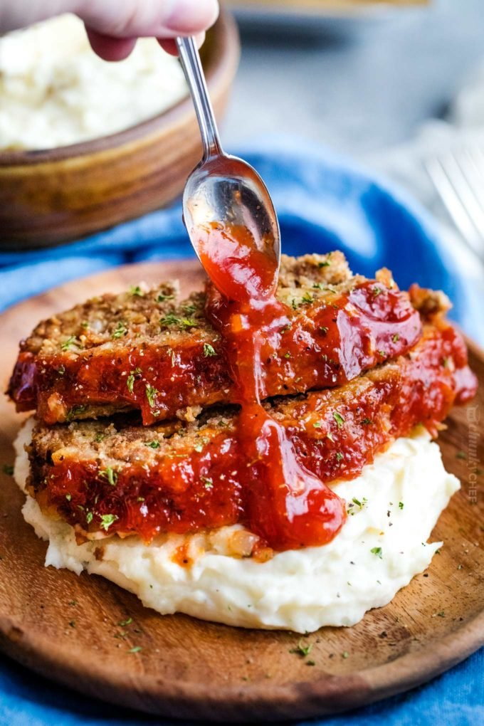 Drizzling ketchup sauce over crockpot meatloaf
