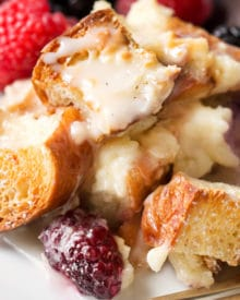 Whip up this sweet croissant breakfast casserole the night before, let it sit overnight, then bake it to crispy yet creamy perfection. Drizzle it with vanilla bean glaze and prepare to fall in love! #holiday #breakfast #easter #mothersday #overnight #breakfastbake #croissant #breakfastrecipe #easyrecipe #makeahead