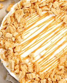 A true peanut butter lovers' dream, this easy no bake peanut butter pie is made with just 6 ingredients!  The nutter butter crust is unbelievable! #nobake #dessert #peanutbutter #nutterbutter #pie #easyrecipe #easydessert