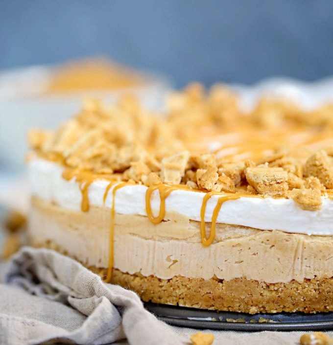 Side view of no bake peanut butter pie