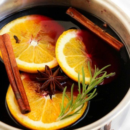 Simple and easy to make, this Mulled Wine recipe is absolutely the perfect thing to make you feel all warm and cozy as the temperature drops outside this winter! #wine #drink #cocktail #mulledwine #holiday #party #slowcooker #crockpot