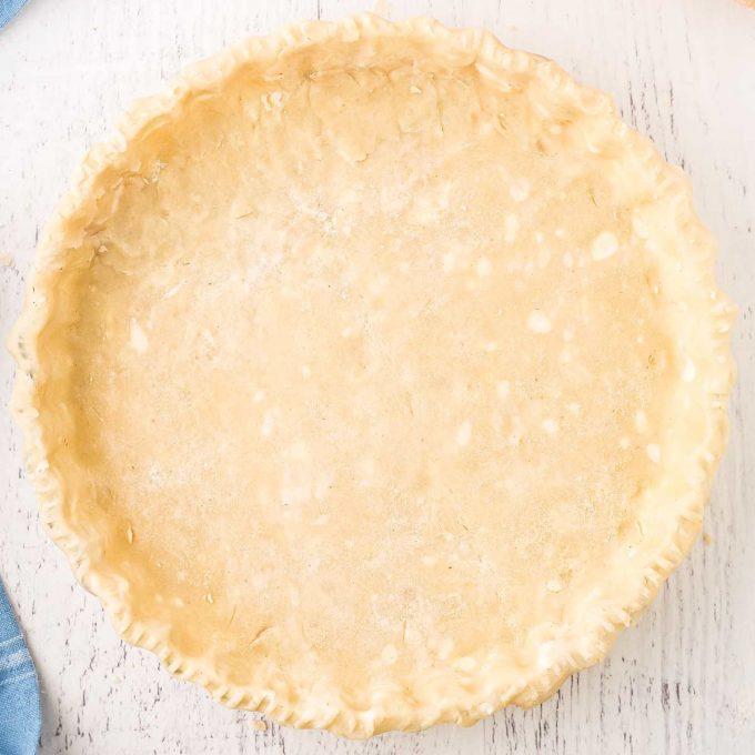 pie crust in glass pie dish