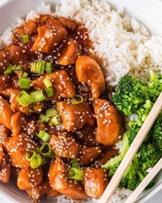 This Instant Pot Sesame Chicken is ready in about 20 minutes.  Tender chicken pieces coated in a glorious sweet sesame sauce with a little kick of spice, better than any takeout! #chicken #sesamechicken #asianchicken #instantpot #pressurecooker #sesame #sweetnspicy #dinner #easyrecipe #chickenrecipe