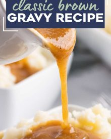 No need for a packet, you can make mouthwatering brown gravy in about 15 minutes, and with NO pan drippings! So perfect for mashed potatoes, roasted meats, meatloaf, fried chicken and more! #gravy #browngravy #holiday #thanksgiving #mashedpotatoes #easyrecipe #fromscratch
