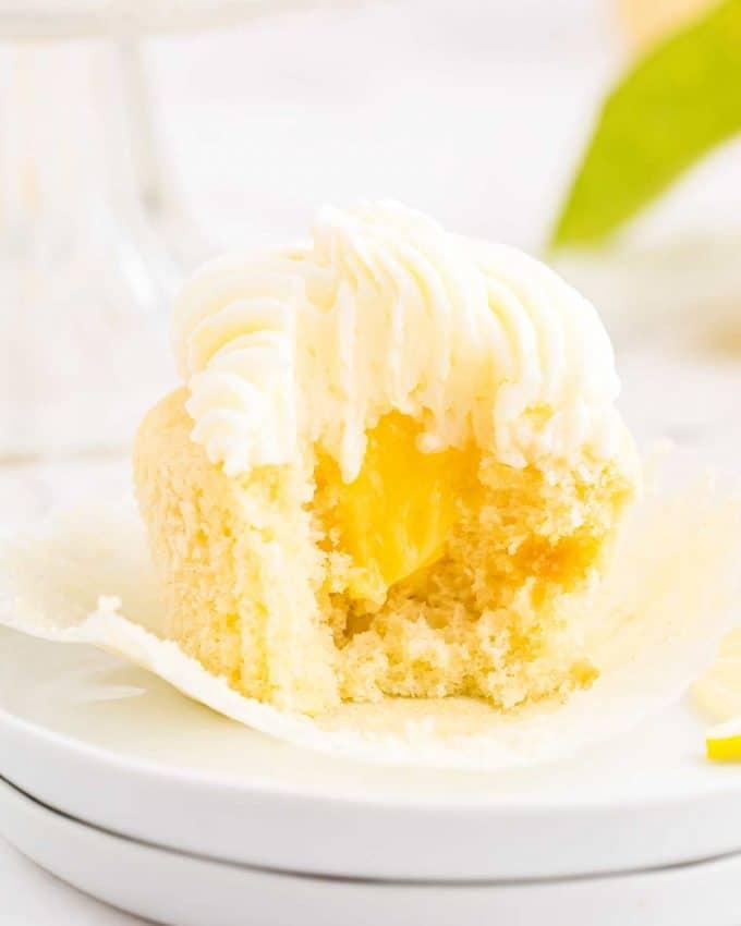 lemon cupcakes filled with lemon curd