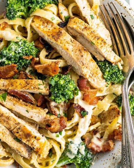 This Bacon and Broccoli Chicken Alfredo takes the classic chicken alfredo to the next level! Golden seared chicken paired with a velvety garlic cream sauce coating every strand of pasta, combined with tender broccoli and crispy bacon. Perfect weeknight dinner! #chickenalfredo #weeknightpasta